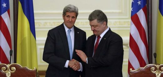 epaselect epa04604539 Ukrainian President Petro Poroshenko (R) shakes hands with US Secretary of State John Kerry (L), as they face the media to make a statement following their meeting in Kiev, Ukraine, 05 February 2015. Kerry visits Kiev amid worries that the fighting in eastern Ukraine will escalate further. Kerry was to meet Ukrainian President Petro Poroshenko, Prime Minister Arseniy Yatsenyuk, Foreign Minister Pavlo Klimkin and members of Ukraine's parliament, the US Embassy in Kiev said. German Chancellor Angela Merkel and French President Francois Hollande are joining Kerry later on 05 February as they mount a diplomatic offensive with fighting escalating in eastern Ukraine.  EPA/ROMAN PILIPEY