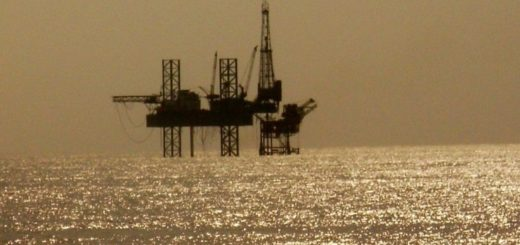 9solitary_oil_rig_in_the_arabian_sea