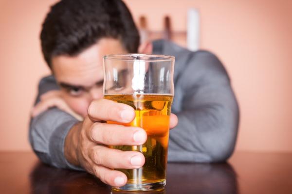 565e56c-alkohol-vypyty-kelych-cklyanka-vypyvka