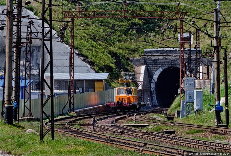 1477819640_igor-melika-tunnel-beskid-carpathian-1