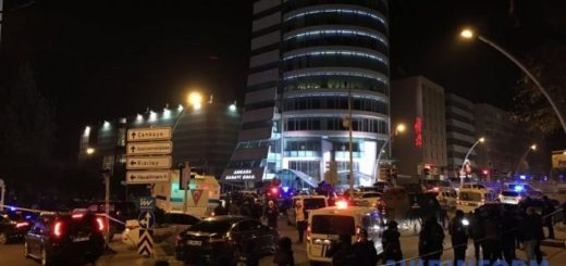 630_360_1482228781-5797-policia-u-vystavocnogo-centra-gde-byl-zastrelen-posol-rossii-v-turcii-xinhua-ukrinform