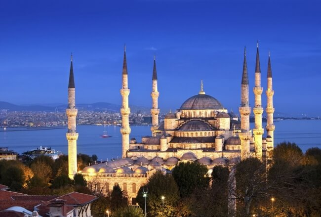 18234465-Beautiful-View-OF-The-Blue-Mosque-During-Dusk-1476825902-650-4b598ff4f7-1476974270