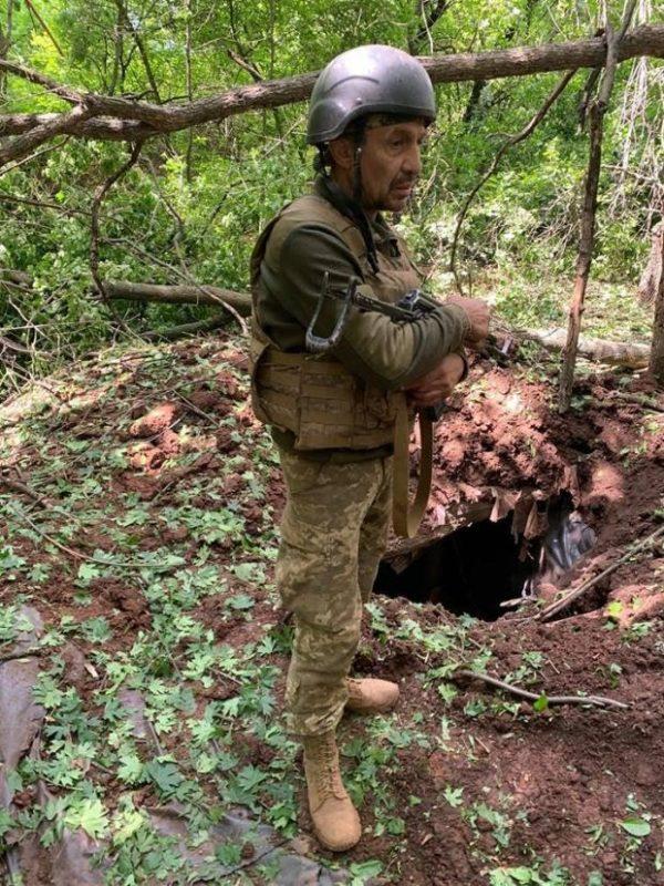 Боєць ЗСУ руками викопав 2 метри землі, щоб врятувати побратима